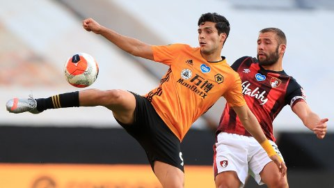 Raul Jimenez og Wolverhampton er på jakt etter Champions League-plass neste sesong.