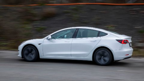 KJEMPEBLEMME: Mange kan nok tenke seg en Tesla Model 3, men i likhet med tyskeren som skulle ha ny familiebil, har de færreste bruk for 28 biler av gangen.