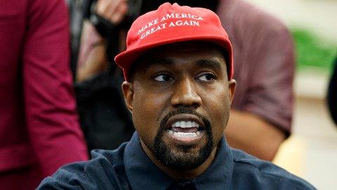 - Med dette intervjuet tar jeg av meg den røde hatten, sier rapperen Kanye West. Her fra et tidligere møte i Det hvite hus.