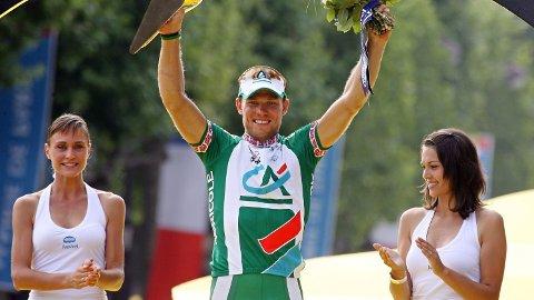 TRIUMFEN: Thor Hushovd vant sisteetappen og krysset målstreken først ved Champs-Elysees.