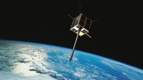 SKUTT OPP: I 2010 ble Norges første nasjonale satellitt skutt opp, med beregnet levetid tre år. Ti år senere svever den fremdeles rundt kloden og overvåker skipstrafikk. Foto: Grafikk Norsk Romsenter/FFI/NASA / NTB scanpix