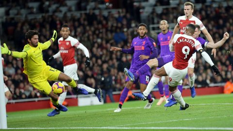 Alexandre Lacazette sørget for at det endte 1-1 mellom Arsenal og Liverpool i forrige sesongs seriekamp på Emirates.