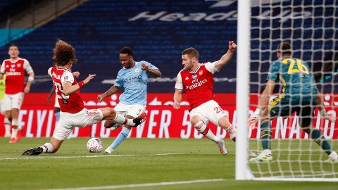 BUNNSOLID: David Luiz storspilte da Arsenal tok seg videre til finale i FA-cupen.