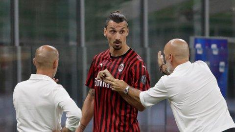Zlatan Ibrahimovic var tydelig misfornøyd med manager Stefano Pioli etter at han ble byttet ut.