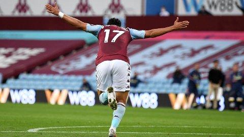 Trezeguet jubler for sin scoring som ga seier over Arsenal og løftet Aston Villa over nedrykksstreken i Premier League.