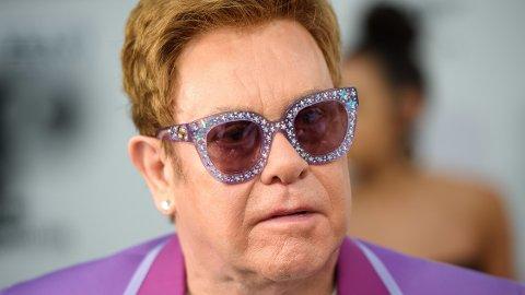 RUSFRI: I dag har Elton John vært rusfri i 30 år. Det feirer han på Instagram.