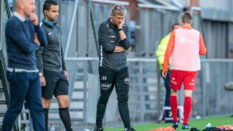 TAP FOR GODSET: Branns trener Lars Arne Nilsen under eliteseriekampen i fotball mellom Strømsgodset og Brann på Marienlyst stadion.