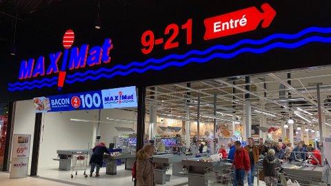 GRENSEHANDEL: Nordmenn legger årlig igjen milliarder av kroner i Sverige når de kjøper godteri, alkohol, tobakk og mat. Her fra Maximat på Töcksfors Shoppingcenter.