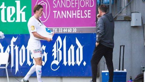 UTVIST: Fredrik Sjølstad fikk rødt kort i første omgang da Molde tapte 1-2 mot Sandefjord.