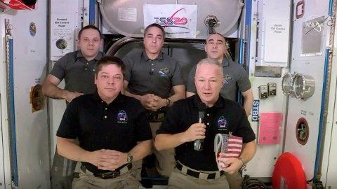 HJEMREISE: De to astronautene som dro til den internasjonale romstasjonen om bord på SpaceX-kapselen Crew Dragon, forbereder hjemkomsten og ventes å lande 2. august. (NASA via AP)