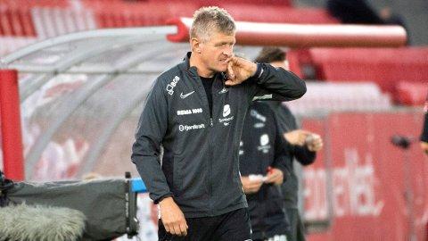 Det stormer rundt Brann og trener Lars Arne Nilsen.