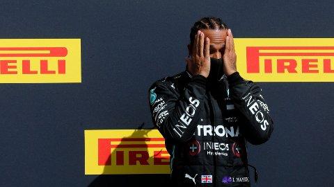 VANT: Det ble dramatisk for Lewis Hamilton under runden på Silverstone-banen søndag.