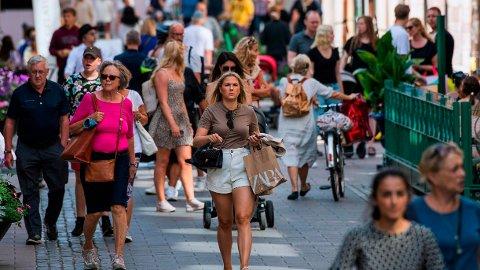 SHOPPING: Folk handler i Stockholms gater. Illustrasjonsfoto: Jonathan Nackstrand / AFP