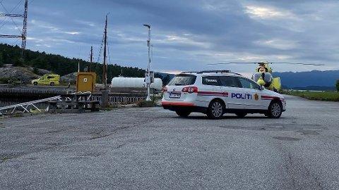 Politi, ambulanse og luftambulanse rykket ut til Husnes båthamn etter at et barn ble hentet opp av sjøen torsdag kveld.