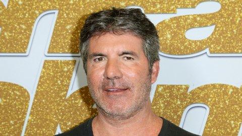 Simon Cowell endte på sykehus med brudd i ryggen etter å ha falt av sin nye elsykkel.