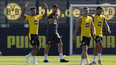 Jadon Sancho og lagkameratene i Borussia Dortmund avbildet på trening før helgen.