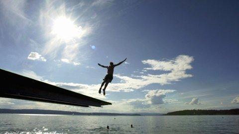 SOMMERTEMPERATUR: I helga vil det være gode muligheter for et avkjølende bad i sommervarmen.