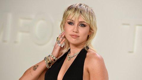 SINGEL: Miley Cyrus og Cody Simpson er ikke lenger et par.