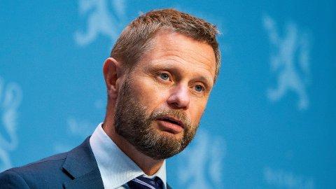 Helse- og omsorgsminister Bent Høie kaller grottefesten på St. Hanshaugen livsfarlig.