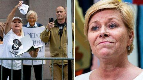 Fanny Bråten med koranen under Sians markering utenfor Stortinget lørdag. Det har fått både det tyrkiske utenriksdepartementet og Frp-leder Siv Jensen til å reagere.