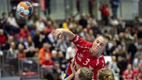 Christine Karlsen Alver, som er utstyrt med solide idrettsgener fra Bergen, er en viktig spiller hos Fana.Foto: Eirik Hagesæter, Bergensavisen