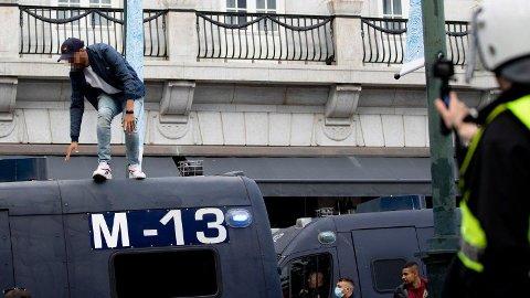 Ungdommer tok sin aggresjon ut på blant andre politiet under demonstrasjonen i Oslo sist helg.
