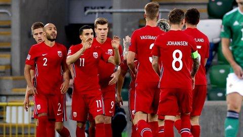 MÅLFEST: Mohamed Elyounoussi scoret Norges første mål mot Nord-Irland.
