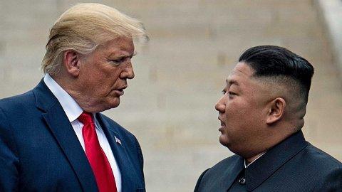 Her møter USAs president Donald Trump Nord-Koreas leder Kim Jong-un ved den demilitariserte sonen som skiller Sør- og Nord-Korea, i juni 2019.