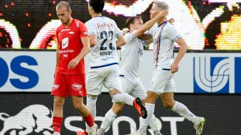 Vålerengas Bård Finne og Matthías Vilhjálmsson jubler etter 2-1-seieren mot Brann i Bergen i august.
