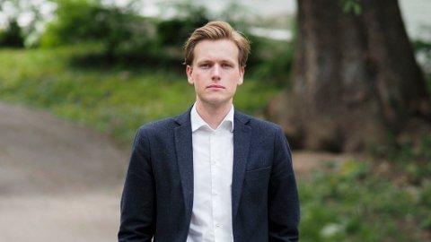 Venstre og Høyre vil på nytt ta kampen for at også større matbutikker skal få ha åpent på søndager. Her er det Sondre Hansmark, leder av Unge Venstre, som er avbildet.