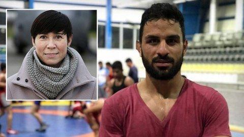 Mina Bai er skuffet og oppgitt over hvor lite press Norge, her representert ved utenriksminister Ine Marie Søreide Eriksen (innfelt), la på det iranske regimet for å få satt en stopper for henrettelsen av den iranske bryteren Navid Afkari.