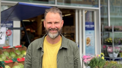 VIL SENKE PRISENE: Calle Hägg, PR- og kommunikasjonssjef i Rema 1000, sier at de ønsker å ha lave priser, men koronakrisen påvirker prisene.