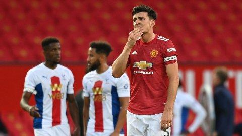 Harry Maguire depper etter lørdagens tap hjemme på Old Trafford mot Crystal Palace. Vi tror United får mer trøbbel tirsdag.