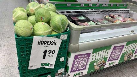 BILLIG: Nå koster hodekål kun 1,90 kroner hos lavpriskjedene.