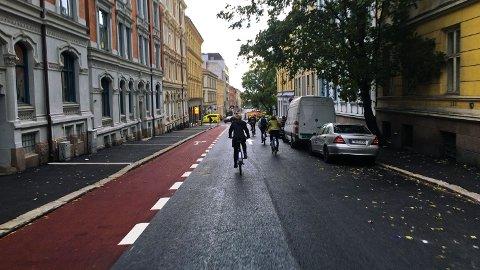 MILLIONSATSING: Millionene ruller ut til nye sykkelfelt i hovedstaden også til neste år, viser byrådets budsjett for 2021. Her er et av sykkelfeltene som allerede er bygget i Huitfeldts gate.