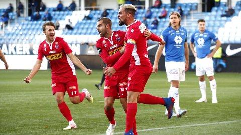 DRØMMEÅPNING: Sandefjords Marc Vales jubler etter kampens første scoring under eliteseriekampen mellom Molde og Sanderd.
