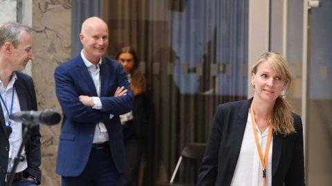 67 millioner kroner skiller helsedirektør Bjørn Guldvog (t.v) og avdelingsdirektør Line Vold i Folkehelseinstituttet.