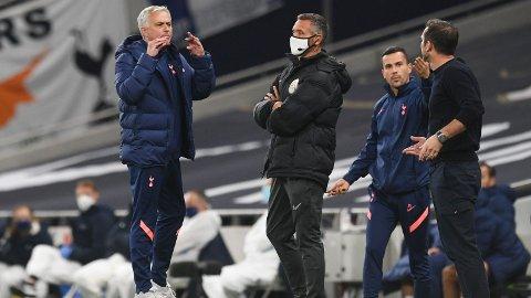 AMPERT: José Mourinho og Frank Lampard havnet i en heftig diskusjon underveis i ligacupmøtet mellom Tottenham og Chelsea.