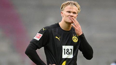 Erling Braut Haaland leverte en svak kamp da Dortmund tapte 0-2 mot Augsburg.