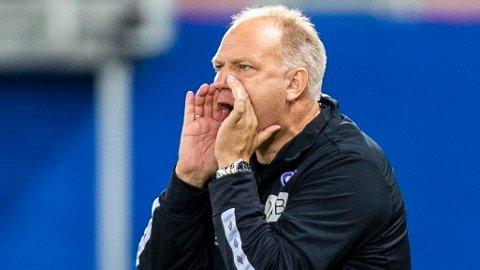 IKKE FORNØYD: Dag-Eilev Fagermo var ikke fornøyd med Vålerengas prestasjoner i den første omgangen.