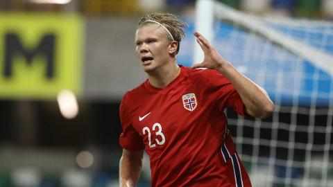 Erling Braut Haaland jubler etter å ha lagt på til 5-1 for Norge borte mot Nord-Irland i Nations League-kampen for en måned siden.