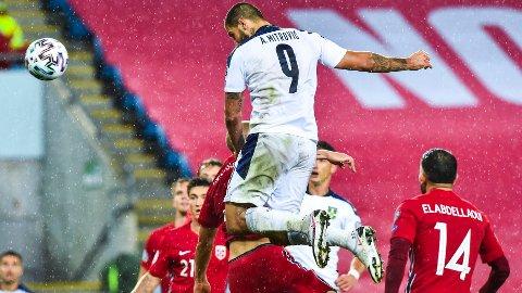 Serbias spiller Aleksandar Mitrović under semifinalen i EM-omspillet fotball Norge og Serbia på Ullevaal stadion.
