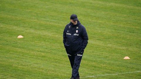 Landslagssjef Lars Lagerbäck under treningen til fotballandslaget på Bislett stadion før møtet med Romania i Nations League.