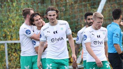 Markus Solbakken gjorde 2-0 for HamKam og jubler med lagkameratene etter en fantastisk scoring.
