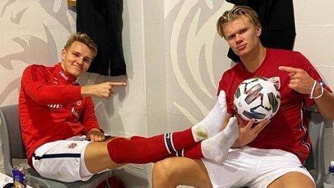 GODT SAMARBEID: Erling Braut Haaland og Martin Ødegaard feiret det gode samarbeidet i søndagens kamp mot Romania med å legge ut dette bildet på Instagram.