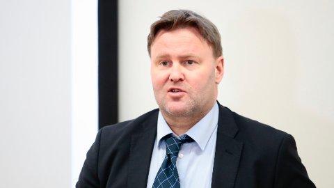 Assisterende helsedirektør Espen Rostrup Nakstad mener det er uetisk å satse på naturlig flokkimmunitet.