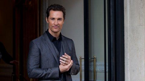 PRIVAT: I sin nye bok deler skuespiller Matthew McConaughey flere personlige historier. Blant annet om da faren døde for 28 år siden.