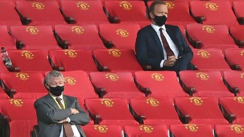 Manchester United-sjef Ed Woodward la fram årsregnskapet for 2020. Her sammen med managerlegende Sir Alex Ferguson (t.v.)