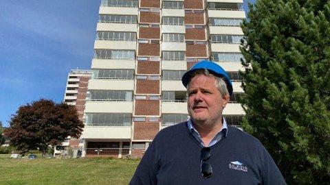 FRUSTERT: Bedriftleder Nils Atle Torsvik forstår ikke hvorfor man ikke tester utenlandske arbeidere på flyplassen.