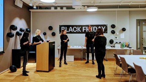 Vi er et stort team som jobber med Black Friday på Nettavisen. Her fra vår interne kick-off.